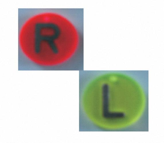 L oder R eingeklebt in Plexiglas