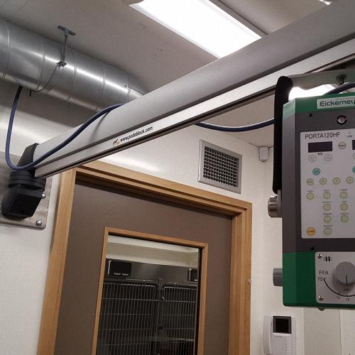 SourcererWand oder Deckenhalterung für mobile Röntgengeräte
